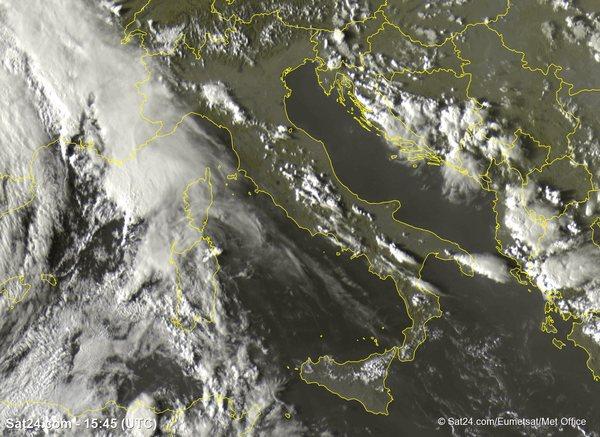 METEO ITALIA. Temporali e NUBIFRAGI al Centro Nord. Temperature in diminuzione