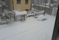 Meteo restremo in Sardegna, tormente di neve nei versanti orientali. Mezza regione isolata