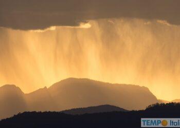 L'arrivo di un temporale: le virghe della pioggia. Credit foto AdobeStock.