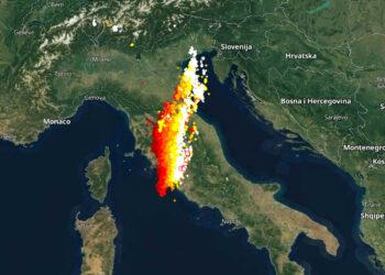 squall line su italia 350x250 - Squall line da Venezia a Roma, attraverserà Italia. Nubifragi, grandine, vento