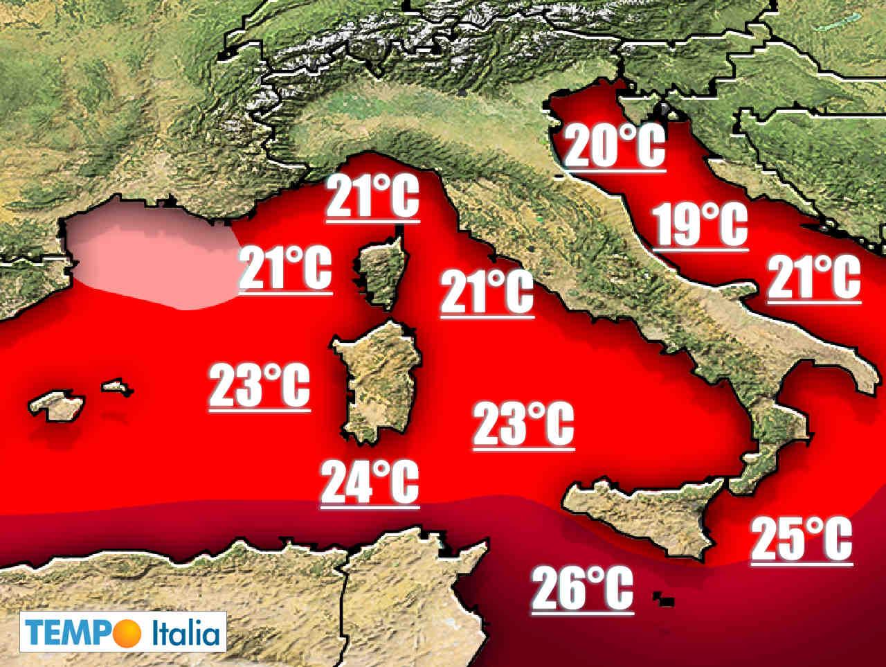 temperature mediterraneo elevate rischio meteo estremo 2 - Meteo Italia, Mediterraneo troppo caldo, aumenta il rischio alluvioni