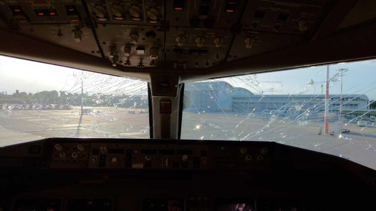 E6M2nG4XoAY6keN 1 - La grandine può come quella dell'aereo di Malpensa, può causare un incidente