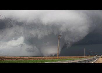 meteo italia alto rischio trombe 350x250 - Video. Preoccupa l'allerta meteo di nuovi forti temporali in Lombardia dopo l'alluvione lampo di Como